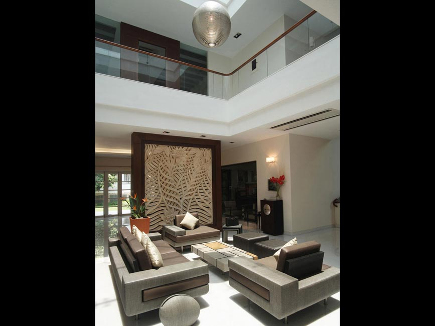 Setipalli residence, living area with screen